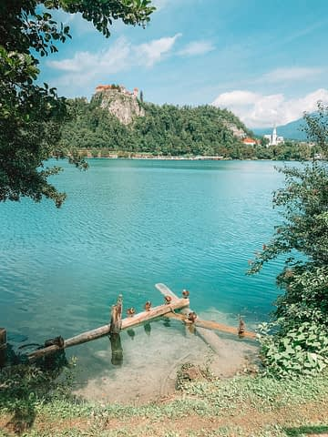 A view of the castle and turquoise lake in Bled. Things to do at Lake Bled