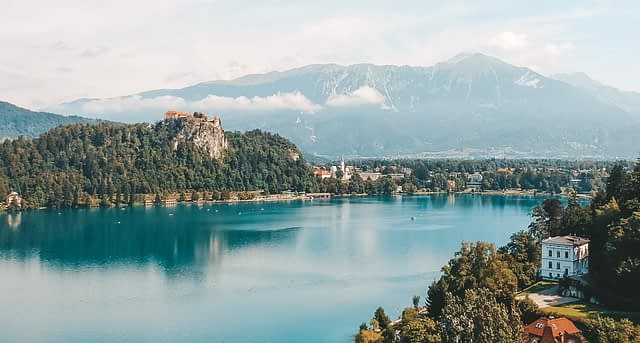 Lake Bled with the castle and mountains. Things to do at Lake Bled