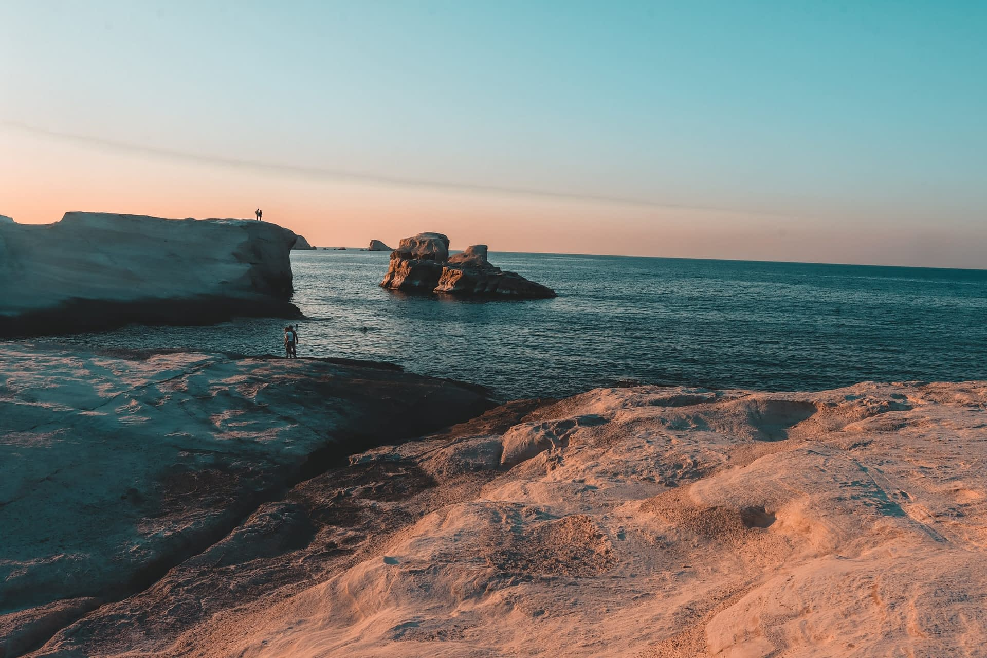 Sarakiniko sunset with sea. What to do in Milos