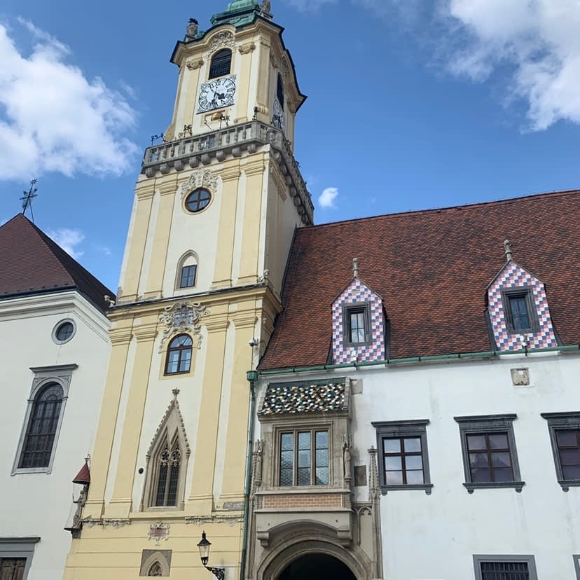 Picture of a yellow tower which is part of the old town hall.